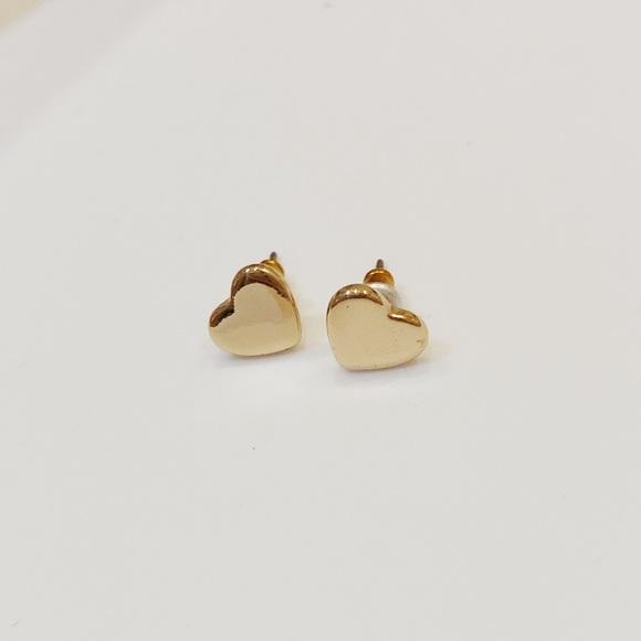 Jewelry - SOLD✨Gold heart earrings